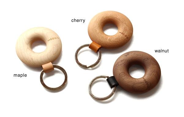メープル・チェリー・ウォールナットの無垢材から削りだしたおしゃれなキーホルダー
