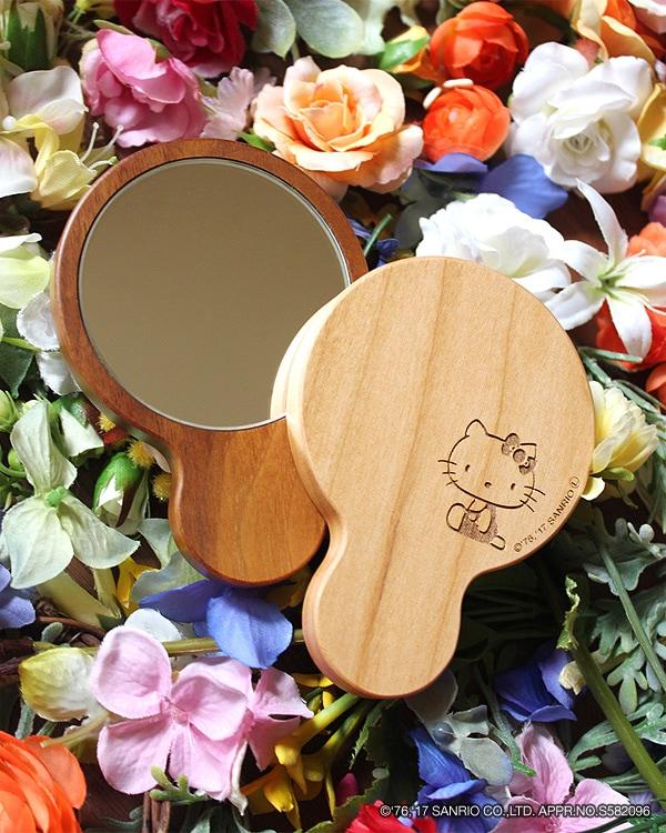 ハローキティの刻印がかわいい木製手鏡・コンパクトミラー