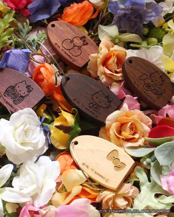 ハローキティの刻印がかわいい木製マグネットキーホルダー