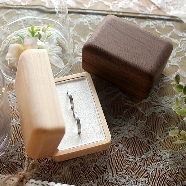 婚約指輪・結婚指輪・ペアリングをおさめるのにふさわしいおしゃれな指輪ボックスです。