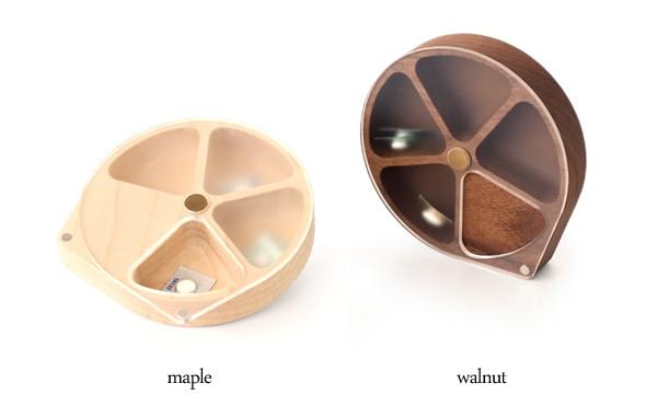 メープルとウォールナットを使用したおしゃれな木製ピルケース・薬入れ