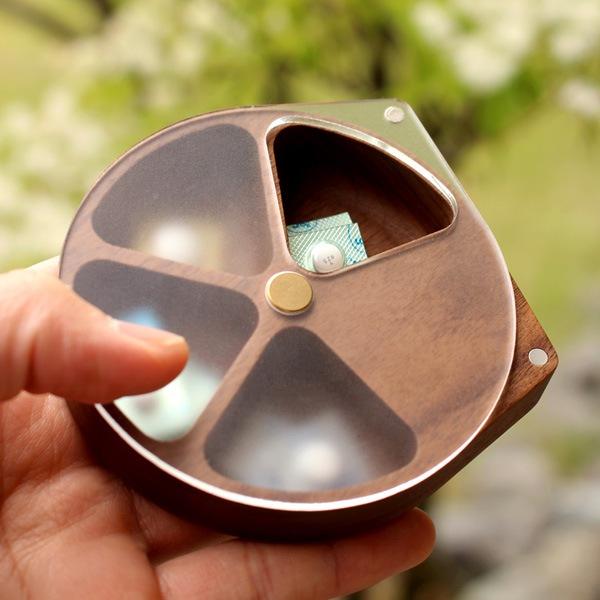 回転する蓋で薬が取り出し易いおしゃれで便利な木製ピルケース・薬入れ