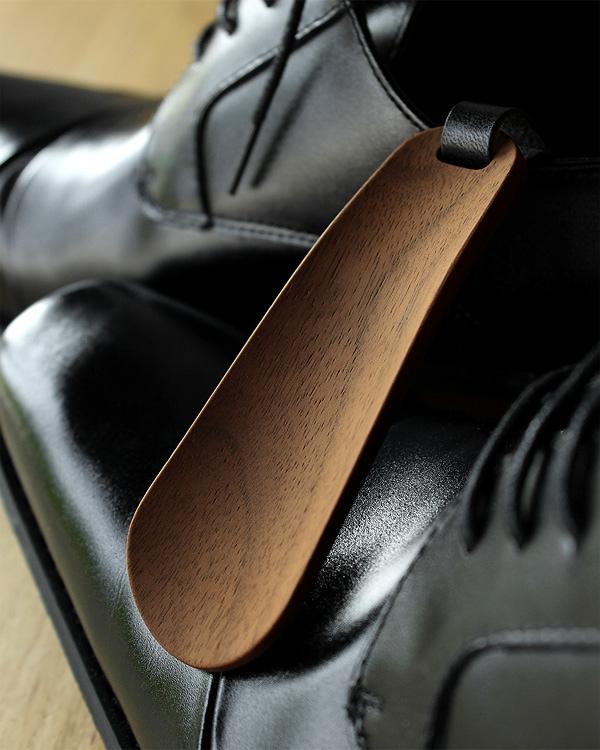 おしゃれなビジネスマンに最適な木製携帯靴べら