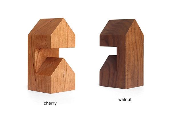 チェリーとウォールナットを使用した高級天然木削りだしによる腕時計スタンド