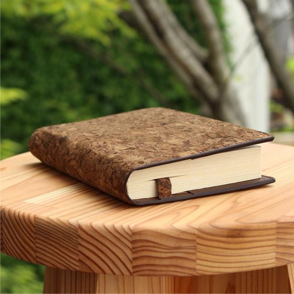 分厚い文庫本にも対応しているかわいいブックカバー