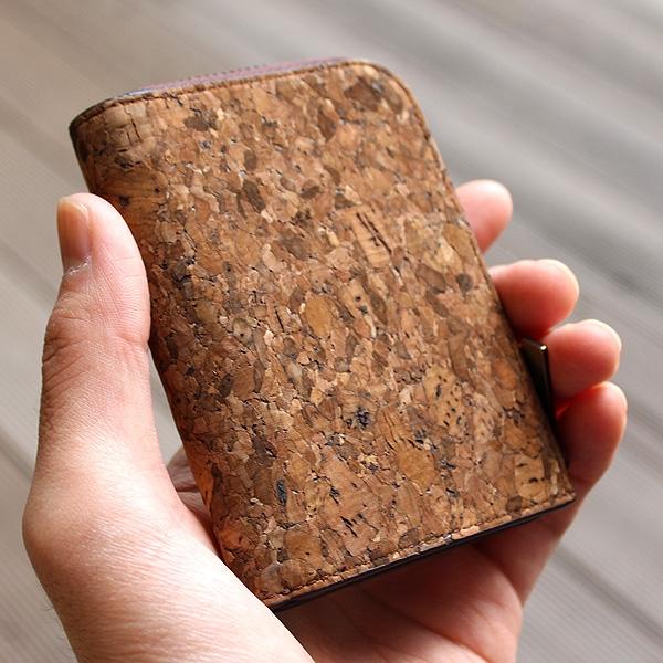 手ぶらで出かけたい男性や、女性のサブの財布にオススメです。