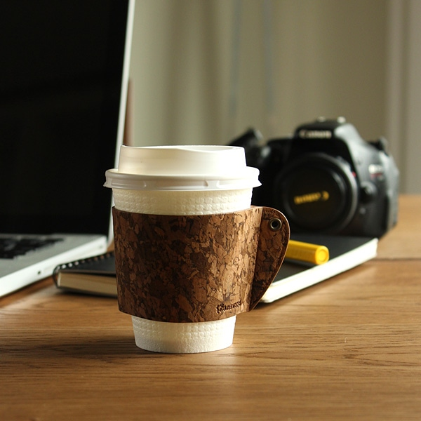 コンビニのカップコーヒーもおしゃれになるカップスリーブ