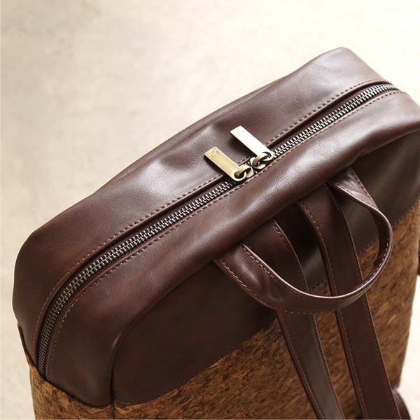 ダブルジッパーで荷物が取り出しやすいバックパック