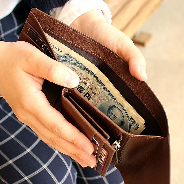 お札も二つ折りで入るスペースを確保。メンズ・レディース兼用の三つ折り財布
