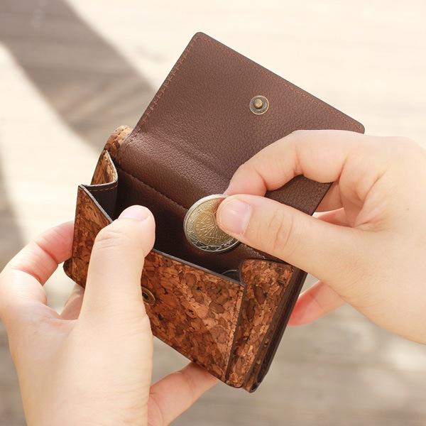 さっと硬貨を取り出せる、コインケースのような使い方も可能です。