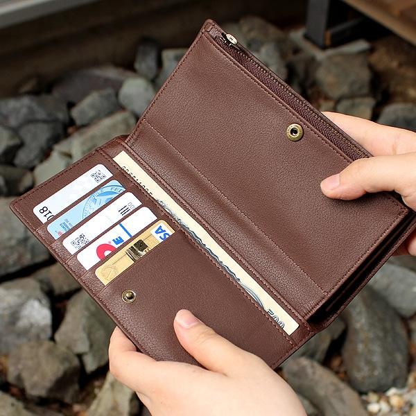 キャッシュカードやメンバーズカードなどをおさめるカードポケットは左右あわせて10箇所ご用意。