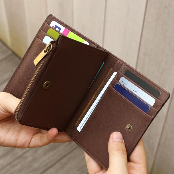 キャッシュカードやメンバーズカードなどを収めるサブポケットは左右あわせて10箇所ご用意。