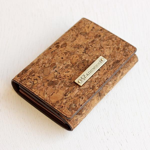 コルクレザーの風合いが楽しめる、メンズ/レディース共用のカードケース