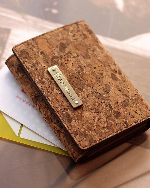 コルクレザーを使用したシンプルでかわいいカードケース