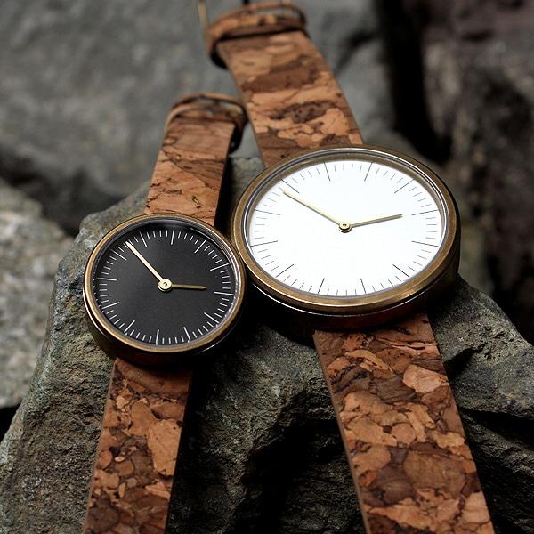 限りなくシンプル、ほどよく上品、だけどさりげなく個性を主張するコルクレザーの腕時計。