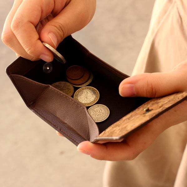 大きく口が開くBOX型のコインケース・小銭入れ。メンズ/レディース兼用