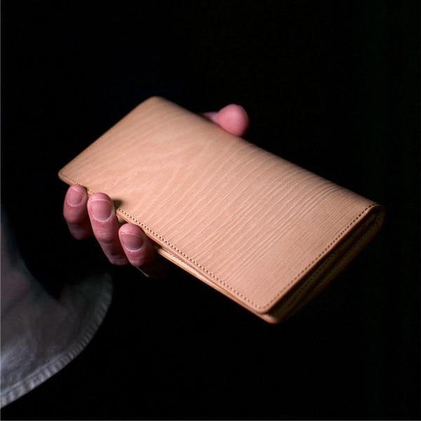 キャッシュレス財布にもオススメ、本革のメンズ長財布。