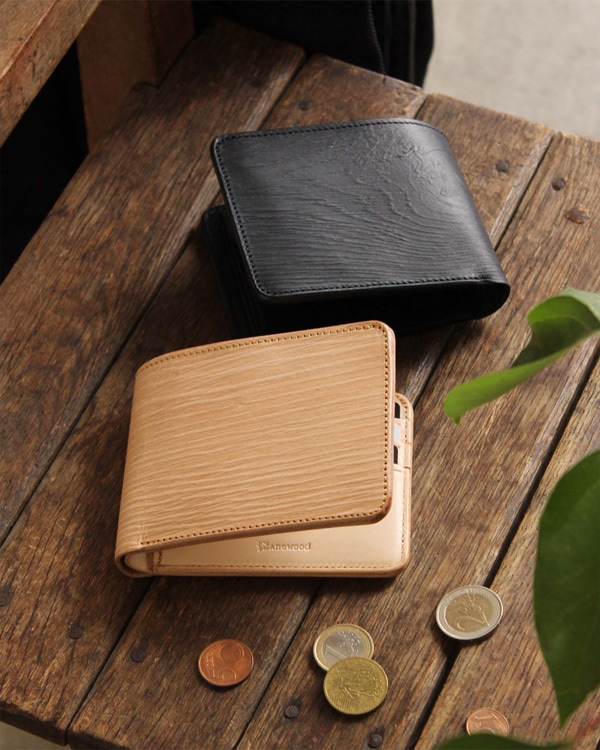 本物の木目を型押しした、本革のメンズ二つ折り財布「WOODY Slim Wallet Half」