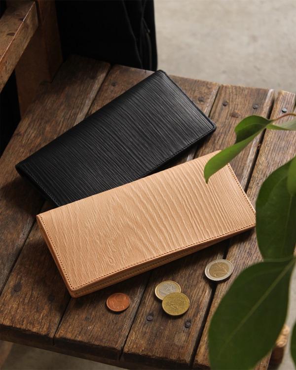 本物の木目を型押しした、本革のメンズ長財布「WOODY Slim Wallet」