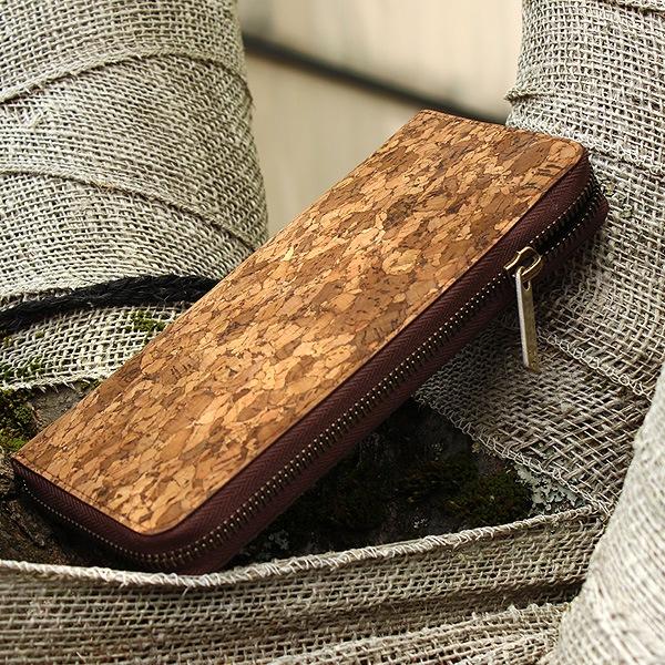 紙幣、硬貨、カードを分けて大容量収納、いつでも整頓されたお財布でスマートな使い心地