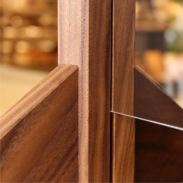 日本の職人が高級木材のウォールナットから作ったプレミアムなシンプルデザインの飛沫感染防止スクリーンです。