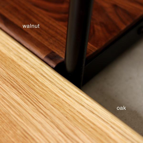棚板にはいくつもの木材を組み合わせた集成材を使用。木の風合いがおしゃれ