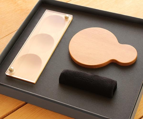 母の日や結婚記念日に。木製ジュエリーボックスと手鏡のギフトボックス