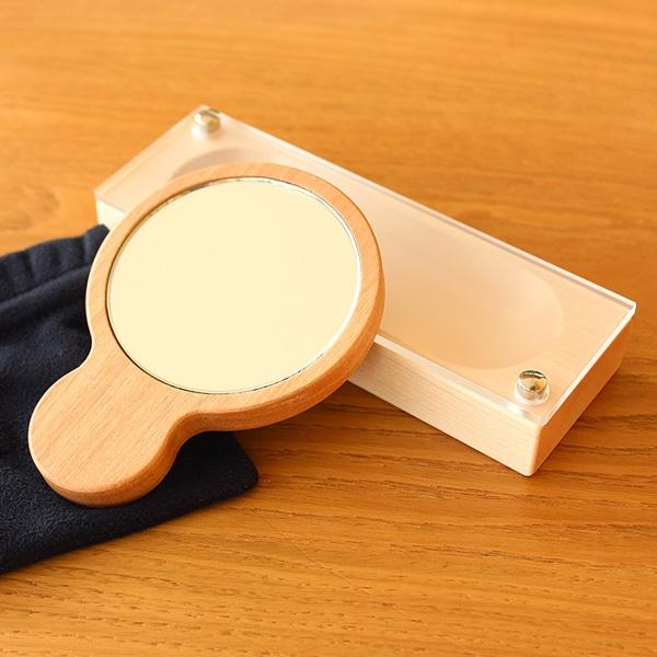 美しさを求める女性のための、木製のジュエリーケースと手鏡のギフトセット