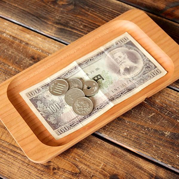 無垢材から削り出して作った高級感ある木製のキャッシュトレイです