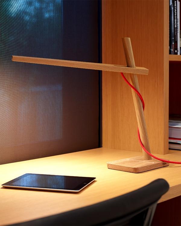 木製のLEDデスク照明