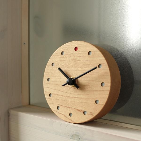 天然木材を使用した温もりあふれる時計です。(写真:メープル)