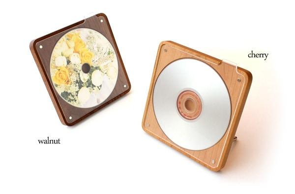お気に入りのCDやDVDを飾る木製収納ケース