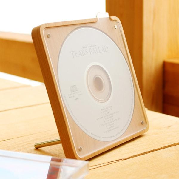 ディスクのデザインをインテリアにする木製CD・DVD収納ケース