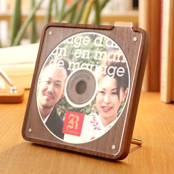 結婚式のムービーや卒業記念DVDとセットにしてプレゼントに