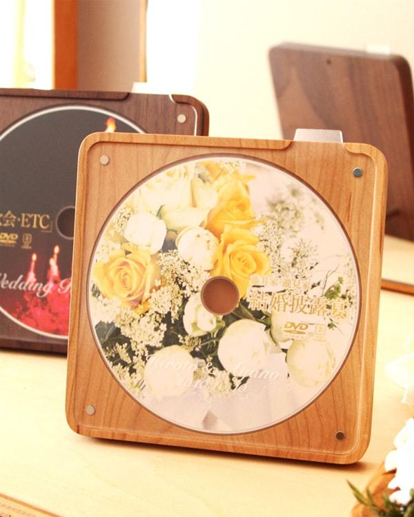 お気に入りのCD・DVDを美しく飾る木製スタンド・ケース「DiscStand」