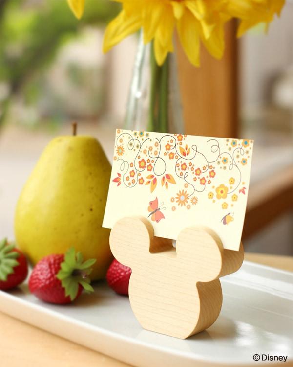 ミッキーをかたどった、名刺やメモを立てて置ける木製カードスタンド「Card Stand Disney」