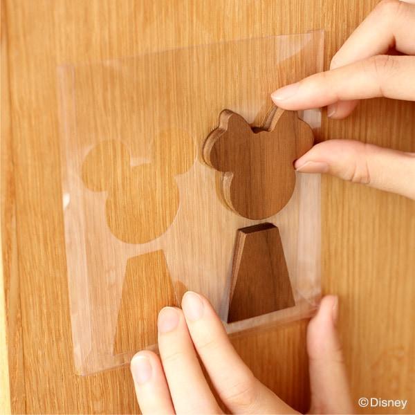 型抜きしたパッケージでルームサインを真っ直ぐ・キレイに貼りやすい「Room Sign Disney」