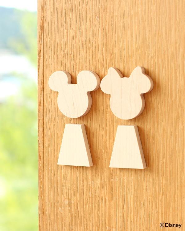 ミッキーとミニーを身近に感じる無垢の木削り出しのルームサイン「Room Sign Disney」