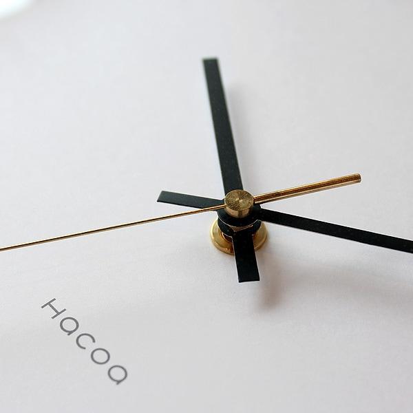 秒針も素材の経年変化を楽しめるように無垢の真鍮から削り出しました。