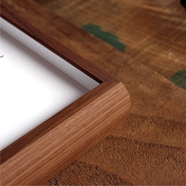 木地職人が本物の無垢材から丁寧に削り出して作った木の時計。