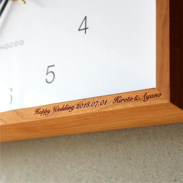 木製時計に名前やメッセージをレーザー刻印できます