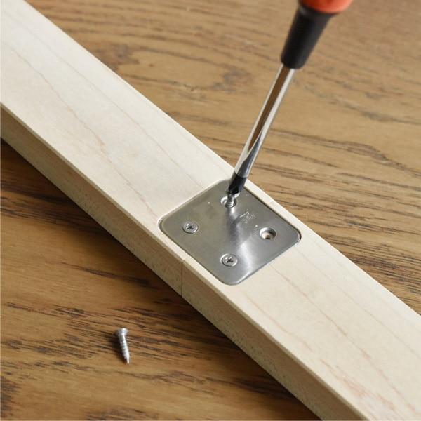 身長計の組み立ては付属のネジで簡単に行えます。