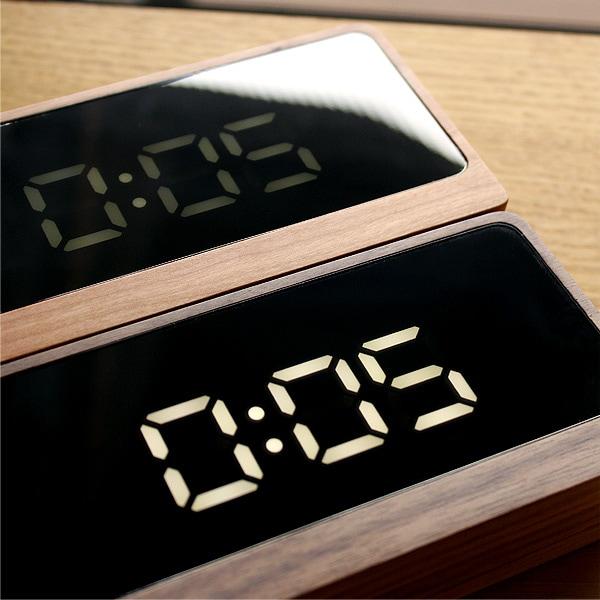 暗闇の中でも視認性に優れたホワイトLEDの木製デジタル時計