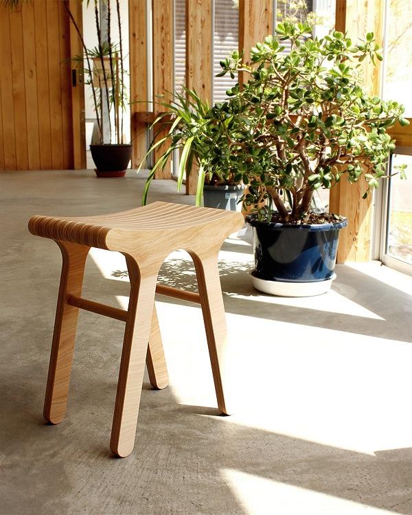 プライウッドを使った木製のスツール(椅子/イス/北欧)
