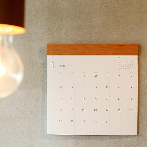 シンプルデザインでお部屋に溶け込む木製カレンダー