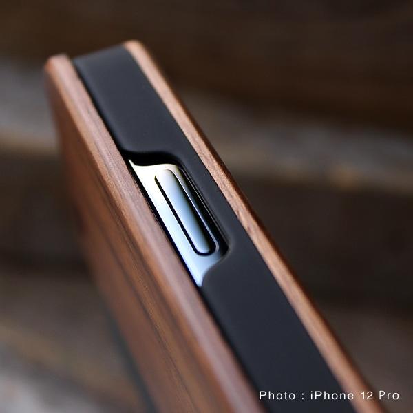 手帳型なので液晶面もしっかりガード、女性にも扱いやすいiPhoneケースです。