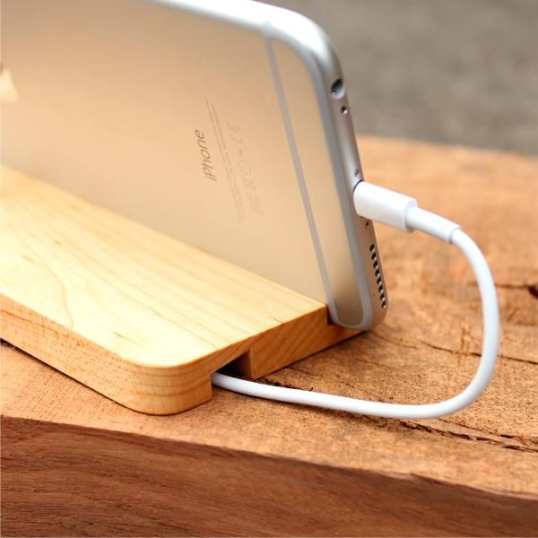 ドッグケーブルを裏の溝に通しておけば、配線周りがシンプルになります。(写真:メープル)