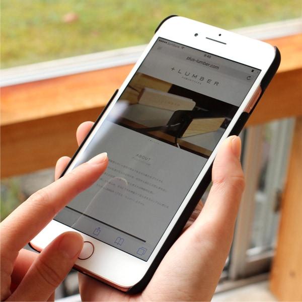 手触り良い塗装を施した木製アイフォン8PLUSケースは適度なグリップ感