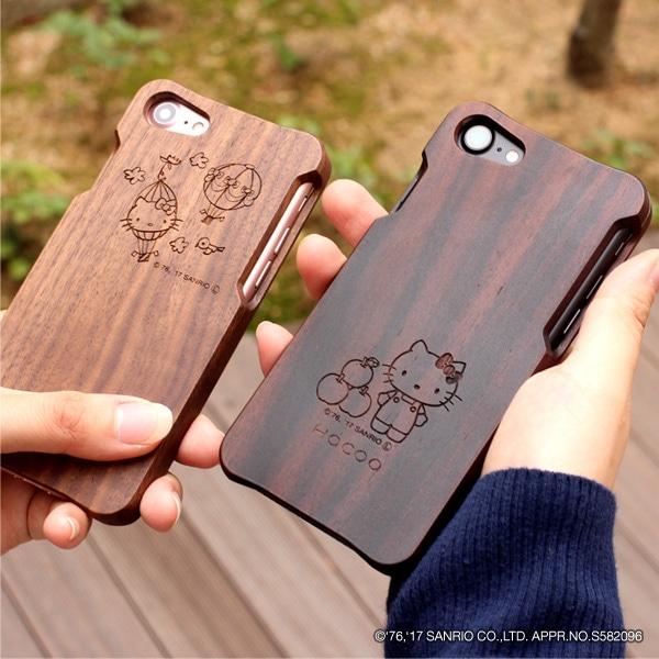 木の手触りが適度なグリップ感を生むキティちゃんが刻印されたiPhone7ケース