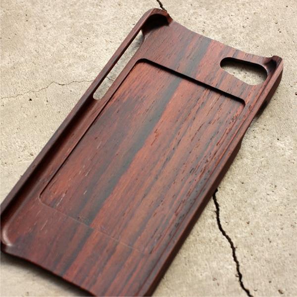 iPhone7に対応した木製アイフォンケース。ICカードも利用可能